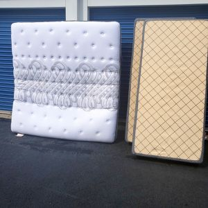 Like new king mattress and box springs for Sale in Nashville, TN
