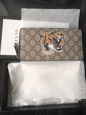 Gucci zip around wallet for Sale in Tujunga, CA