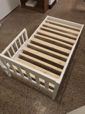 Toddler bed frame - like new! for Sale in Taycheedah, WI