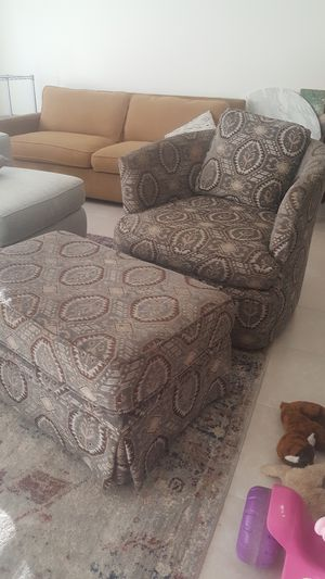 Chic and comfortable swivel chair for Sale in Alexandria, VA