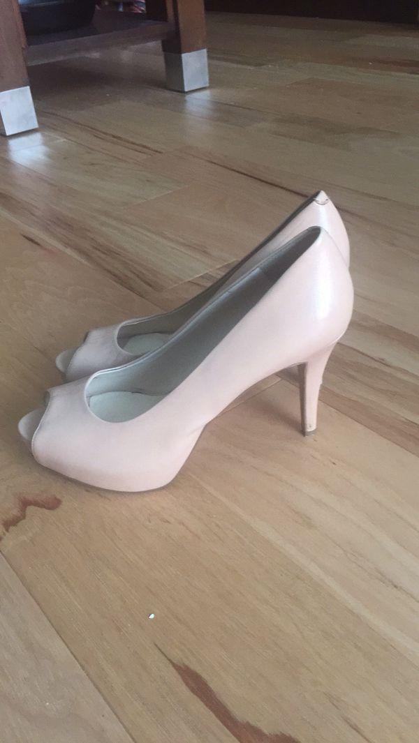 Like new Nine West beige heels sz8