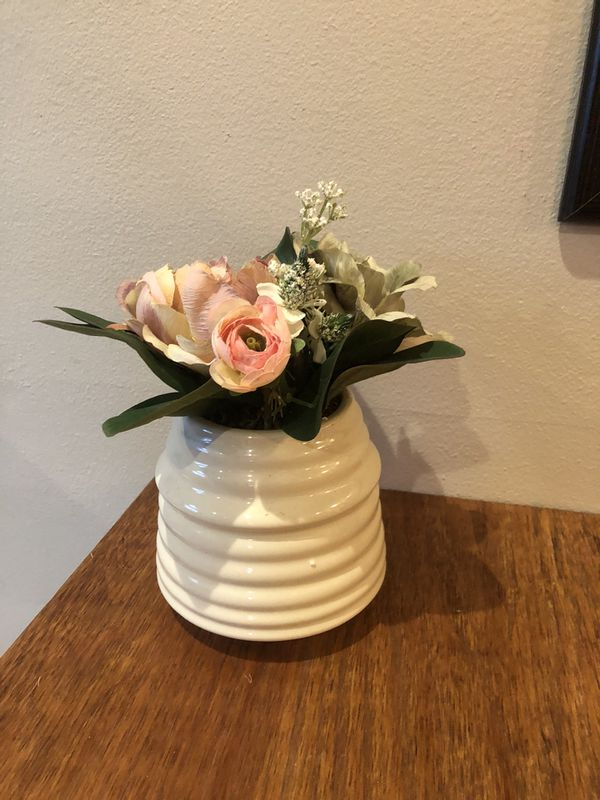 beautiful home decor vase with silk flowers 💐 home 🏡 decor