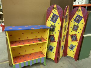 MGM branded shelf / bookcase and picture frame screen for Sale in Arlington, TX