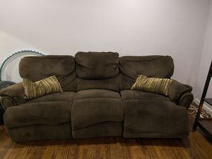 Free reclining couch and reclining love seat for Sale in Garden Grove, CA