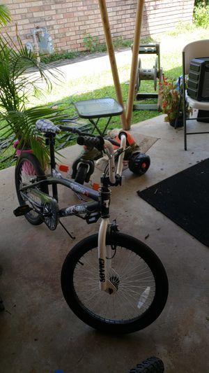 Kids bike $25 price as is must pick up needs air in tire the brand new one is $35 for Sale in Baton Rouge, LA