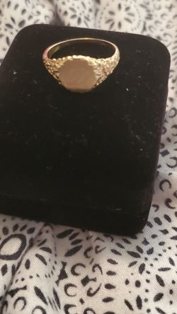 7.5 14k gold women's ring for Sale in Revere,  MA