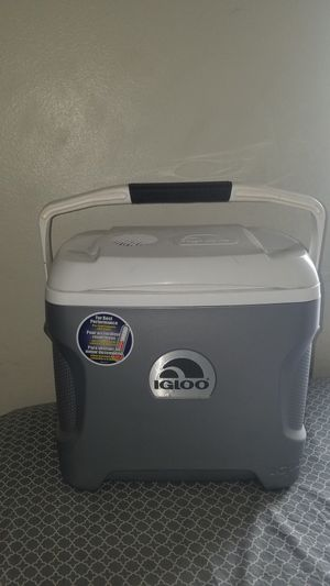 Igloo powered cooler for Sale in Tucson, AZ