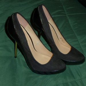 Shoe Dazzle Black High Heel Pumps, Gold Stilettos, Size 7.5, EUC for Sale in Northumberland, PA