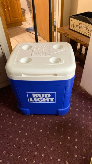 Igloo Budweiser Cooler w wheels for Sale in Centereach, NY