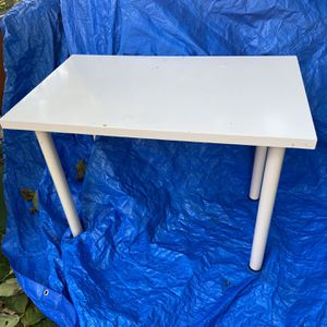 "Table, off white, formica, very strong... For a nice place of the house, great size Meas. 24"" x 39"" height 29"" Excellent price, great condition $10 for Sale in Miami, FL"