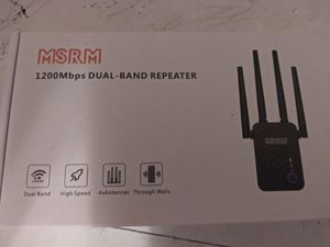 1200 mbps WiFi dual-band (5G and 2.4G) repeater/extender for Sale in Odenton, MD
