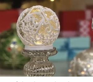 """6.5"""" illuminated Glitter Sphere. White. Stand not incl. for Sale in Green Bay, WI"""