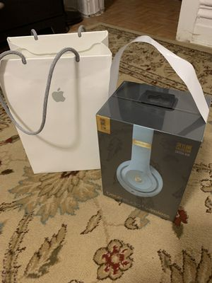 Beats Studio 3 Wireless Headphones - The Beats Skyline Collection for Sale in Chicago, IL