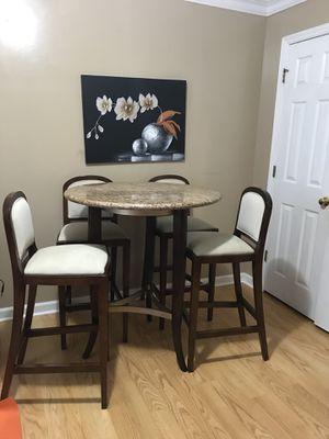 Mesa de mármol y madera maple en buenas condiciones for Sale in High Point, NC