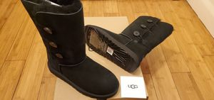 UGG Boots with 3 Buttons on the side , size 6 and 7 for women for Sale in Lynwood, CA