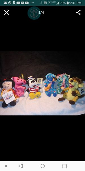 Collecters Vintage Edition- its a small world stuffed animals with tags $25 with plastic carrying case for Sale in Fresno, CA