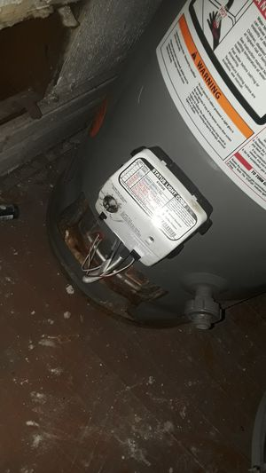 40 gallon hot water heater for Sale in Hazel Park, MI