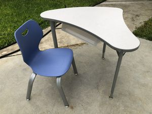 Kids Height Adjustable Desk + Chairs for Sale in West Covina, CA