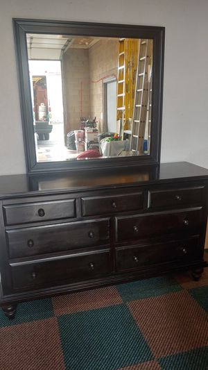 Dresser with mirror and 2 night stands for Sale in Berkeley Township, NJ