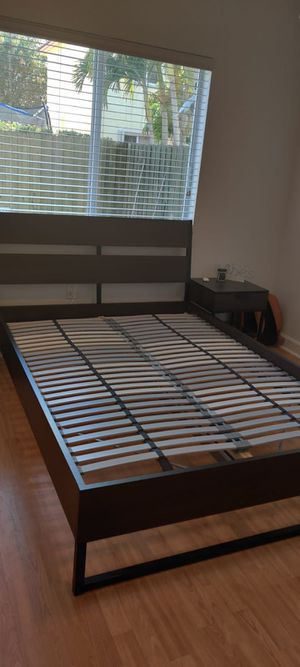 Full size bed frame and matching side table for Sale in Miami, FL