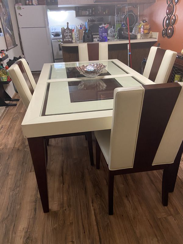 Zeno Dining Room Set