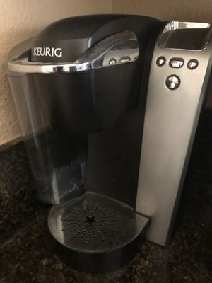 Like new. Keurig coffee maker with screen + 30 pod holder + filter for Sale in Whittier, CA