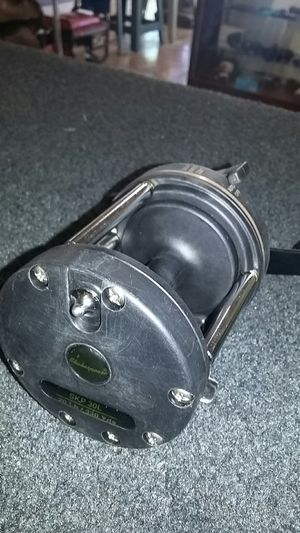 Shakespeare fishing reel s k p30l for Sale in Tucson, AZ