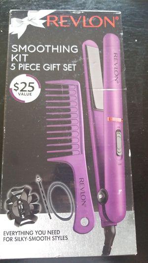 Revlon hair straightener for Sale in Aurora, IL