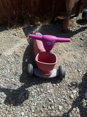 Free radio flyer ride on toys. And table for Sale in Rancho Dominguez, CA