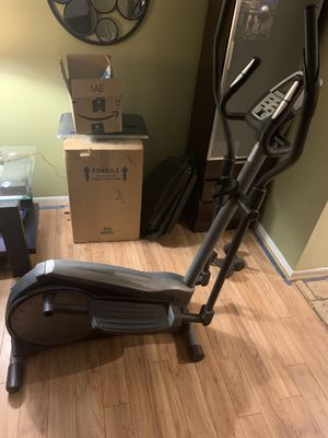 Gold's Gym Elliptical for Sale in Lutz, FL