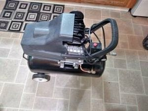 8 Gallon Air Compressor for Sale in Holmes, PA
