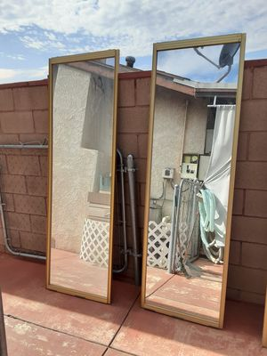 Closet sliding doors with mirrors for Sale in Desert Hot Springs, CA