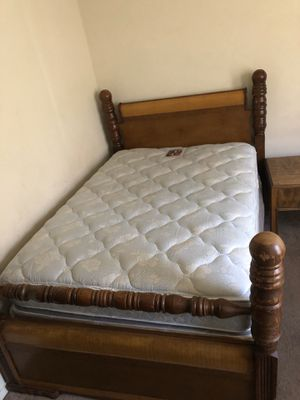 Full Bed with Dresser for Sale in Memphis, TN