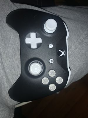 Xbox one controller for Sale in Rancho Cucamonga, CA