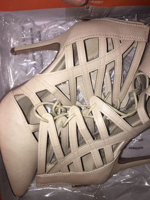 Size 7 heels 5$ for Sale in Fontana, CA