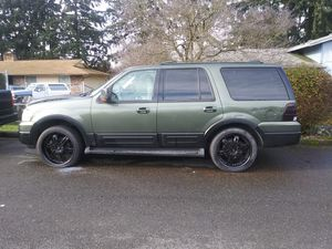 """03 Ford Expedition blown"""" Motor"""" tranmision good for Sale in Seattle, WA"""