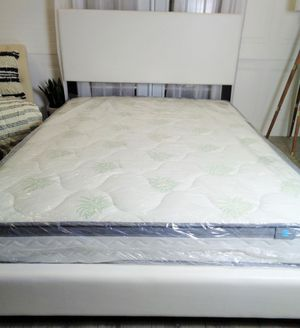 White Queen bed frame plush for Sale in Baltimore, MD