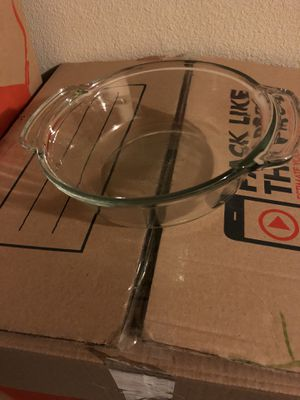 Pyrex brand clear bowl with lid for Sale in Hayward, CA