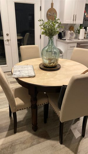 Small Dining room table (pottery barn) for Sale in Glendale, CA