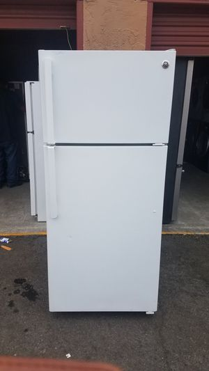 GE Top- Freezer Refrigerator for Sale in Oakland, CA