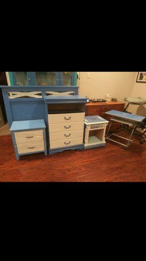 5 piece bedroom set 4 Queen for Sale in Bartow, FL