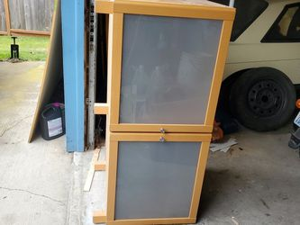 Wood TV Stand/Entertainment Center for Sale in Auburn,  WA