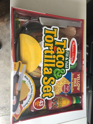 Fill and fold taco & tortilla set Melissa and Doug toddler toys kids for Sale in South Gate, CA