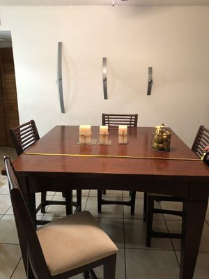 Kitchen set table moving sale must to go!!! for Sale in Miami, FL