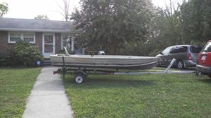 13.5ft Starcraft Aluminum Boat and Trailer for Sale in Winchester, VA