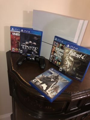 White PlayStation 4 with 1 Controller and 5 games. NEED GONE ASAP for Sale in Sterling Heights, MI