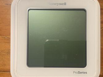 "Honeywell TH6320WF2003 / U Lyric T6 Thermostat , 3 Heat / 2 Cool Heat pump or 2 Heat / 2 Conventional, 4.09"" X 4.09"" X 1.06"" for Sale in Longwood,  FL"