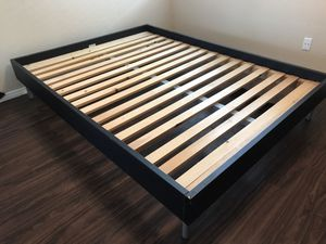 Queen sized bed frame for Sale in San Diego, CA