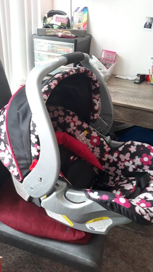 Baby Trend car seat w/base for Sale in Melbourne, FL