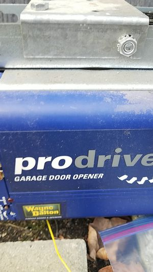 FREE Wayne dalton garage door opener and 2 controlers for Sale in Normandy Park, WA
